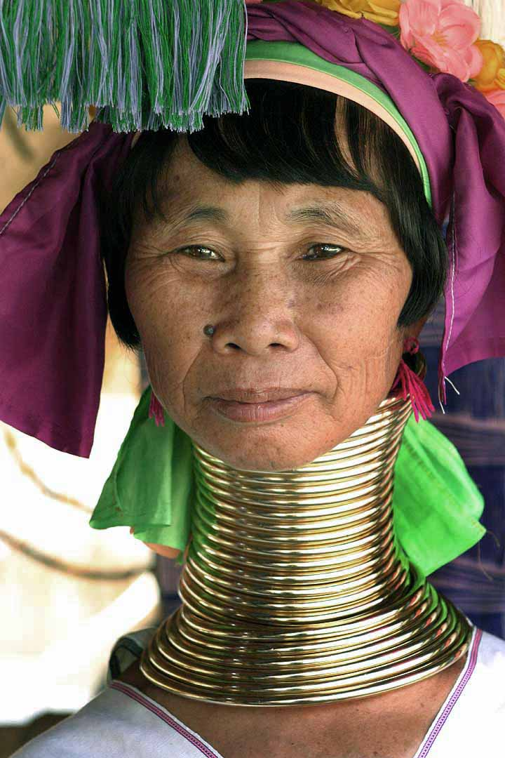 Kayan_woman_with_neck_rings